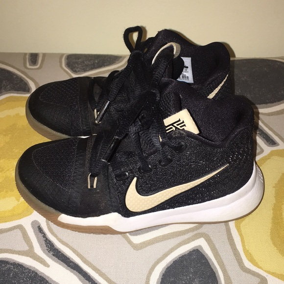 Nike Kyrie Irving 3 size 11 little boys shoes